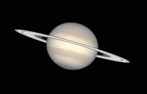Saturn v barvách blízkých vnímání lidského oka. Foto HST (NASA).